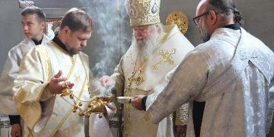 В храме святителя Тихона, Патриарха Всероссийского, Божественную литургию совершил…