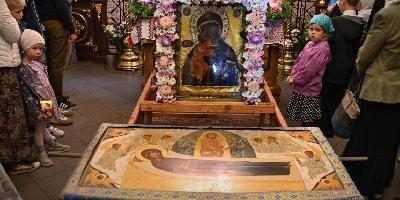 В Престольный праздник Свято-Успенского монастыря Божественную литургию возглавил…